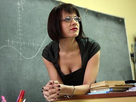 Ученики увидев прелести училки не смогли сдержаться и трахнули ее